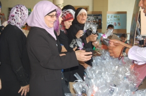 Mothers receive seeds to plant